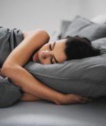 Una enfermedad crónica y menos de 6 horas de sueño: combinación mortal