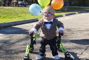 """VIRAL: Bebé con parálisis cerebral muestra su adorable disfraz de """"Up"""""""
