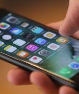 Hombre demandó a Apple porque asegura que su iPhone lo hizo gay