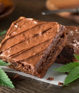 Restaurante accidentalmente sirvió pastel con marihuana en un funeral