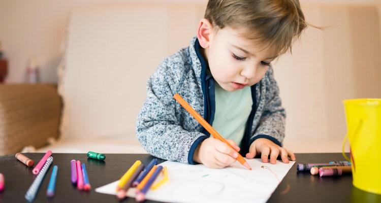 Pequeños de kindergarten se unen a clases presenciales en Alexandria