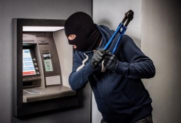 VIDEO: Intentan robar un cajero automático y fallan miserablemente