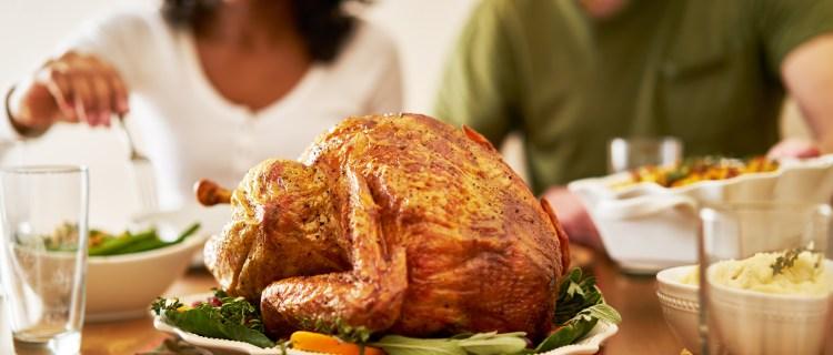 No laves tu pavo de Thanksgiving, podrías contaminar toda la cena
