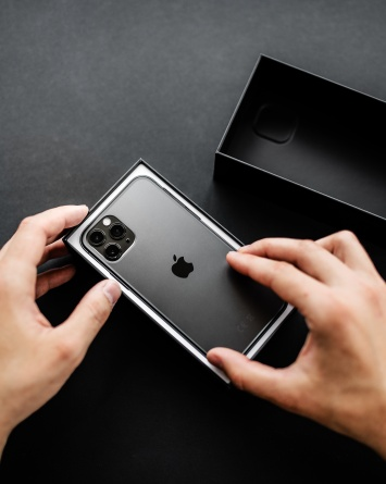 Red de falsificación de iPhones le costó más de $6 millones a Apple