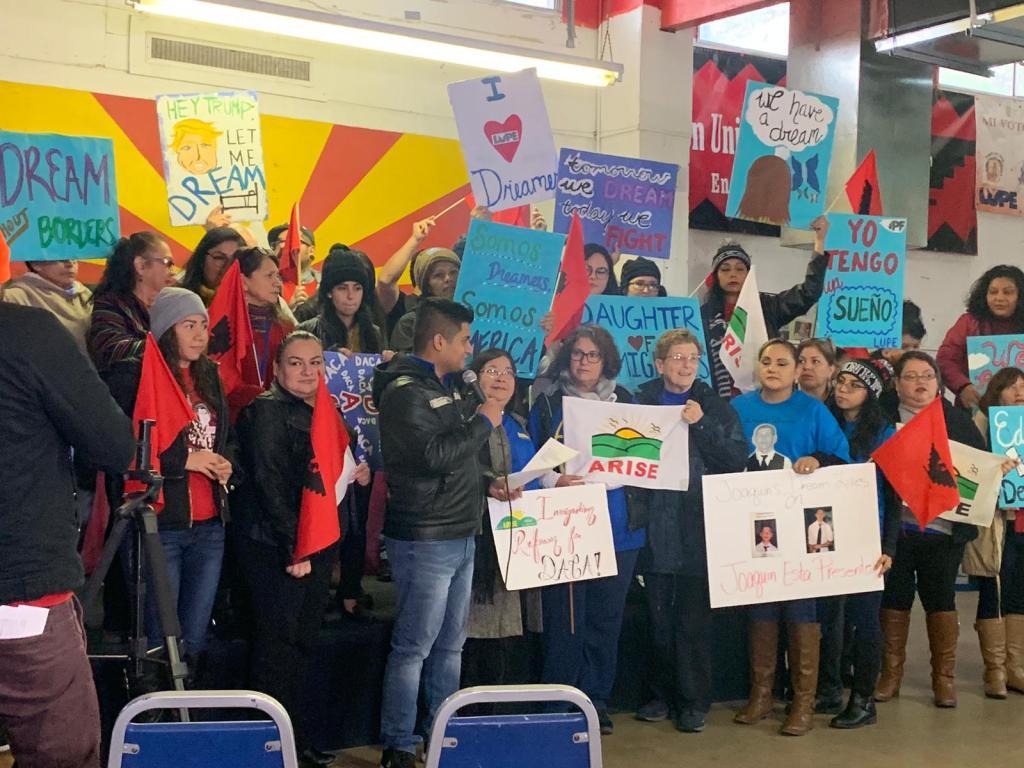 Manifestantes de LUPE a favor de DACA