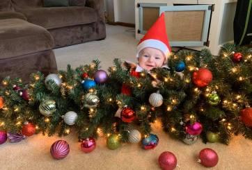 Bebé disfrazado de 'Elf on the Shelf' es lo más adorable esta Navidad