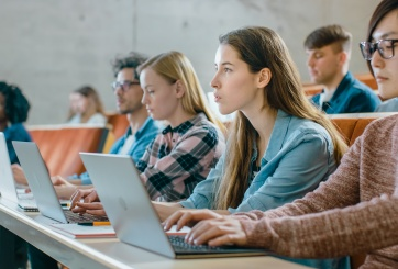 Hoy CU Boulder decidirá si estudiantes regresarán a clases presenciales