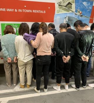 CBP encuentra 11 chinos ocultos en un camión de mudanza en San Diego