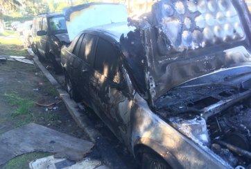 6 vehículos estacionados se incendian en un vecindario de San Diego