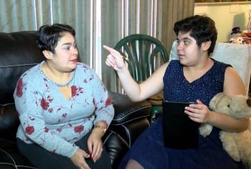 VIDEO: Joven hispana con autismo da a su mamá el mejor regalo de Navidad