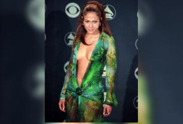 J.Lo sorprende al usar icónico vestido verde casi 20 años después