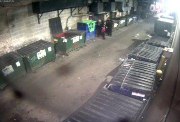 Guardias de seguridad no hacen nada para ayudar a mujer siendo abusada