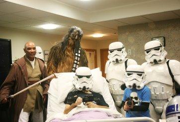 Fan de Star Wars cumple sueño de ver la nueva película antes de morir