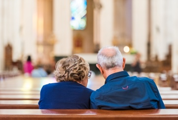ancianos en iglesia