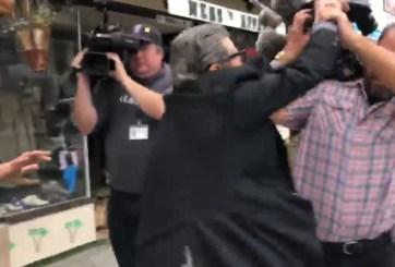 Comerciante presuntamente manoseó a una mujer, agrede a periodistas