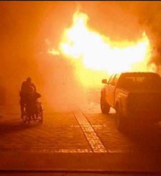 Oficiales rescatan a pareja de ancianos y su perro de casa en llamas
