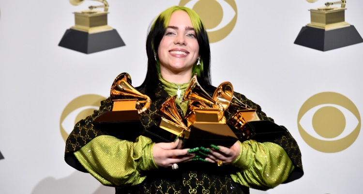 A sus 18 años Billie Eilish hace historia en los Grammy con 5 premios