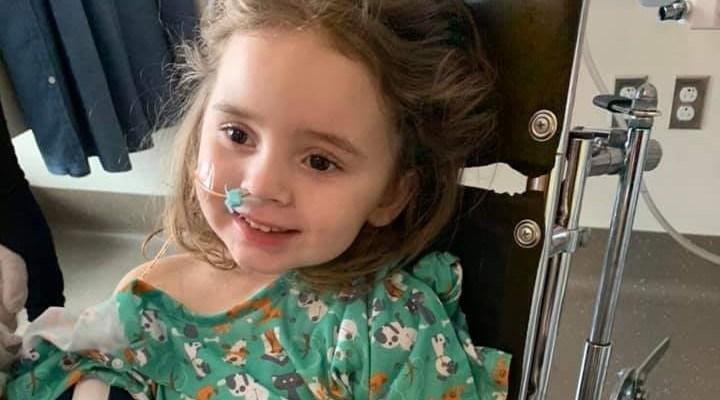 Su hija de 4 años casi muere y ahora está ciega a causa de la gripe