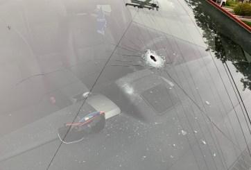 Se reportan varios vehículos impactados por balas en Linda Vista