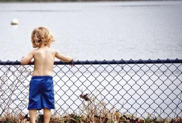 Con foto vecina le avisa a mamá que su hijo está desnudo en la ventana