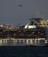 5300 pasajeros de 2 cruceros en cuarentena por coronavirus:10 infectados