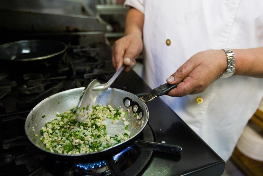 mexicano cocinando