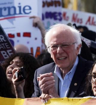 """Bernie Sanders conquista latinos con su plan de """"Medicare para todos"""""""