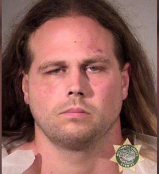 Condenan a racista que mató 2 hombres por defender a chicas de ataque