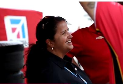 Mujer boricua es la clave del éxito de multicampeones de NASCAR