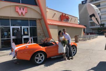 Pareja de Corpus Christi gana concurso 'Whatawedding'