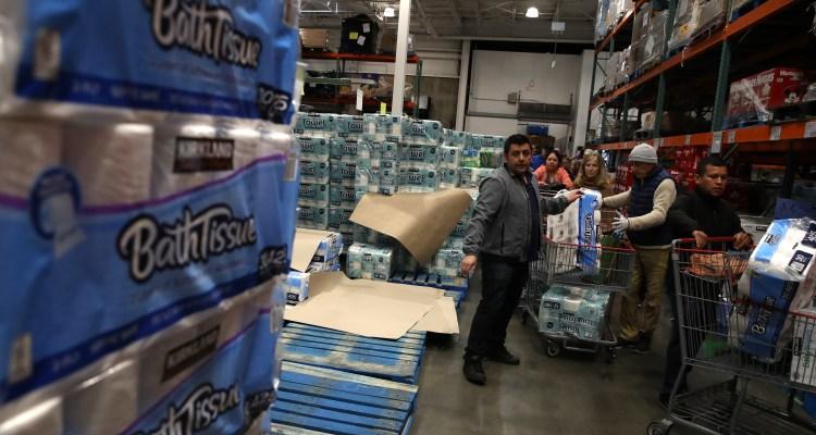 Costco no permite devolver papel higiénico, botellas de agua ni Lysol