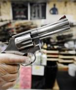 Demandan a gobierno de CA por cerrar tiendas de armas durante pandemia