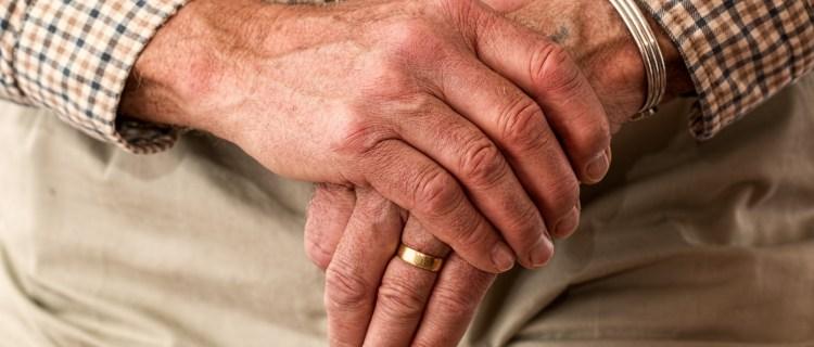 Familia abandona a abuelo en México por tener síntomas de Covid-19