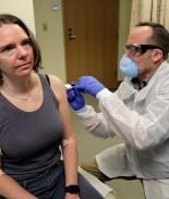 ¿Por qué voluntarios participan en prueba para vacuna de COVID-19?