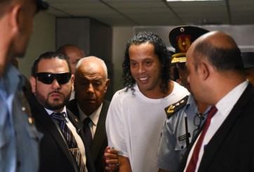 Arrestan al futbolista Ronaldinho y a su hermano por documentos falsos