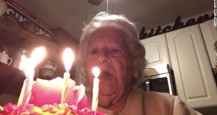 Abuela se canta feliz cumpleaños durante cuarentena en adorable video