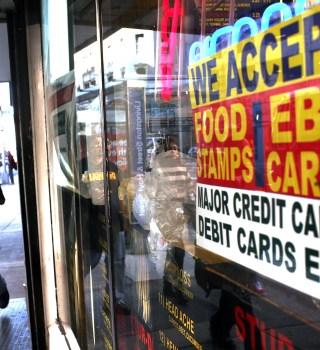 """Biden aumenta el monto semanal de los """"Food Stamps"""""""