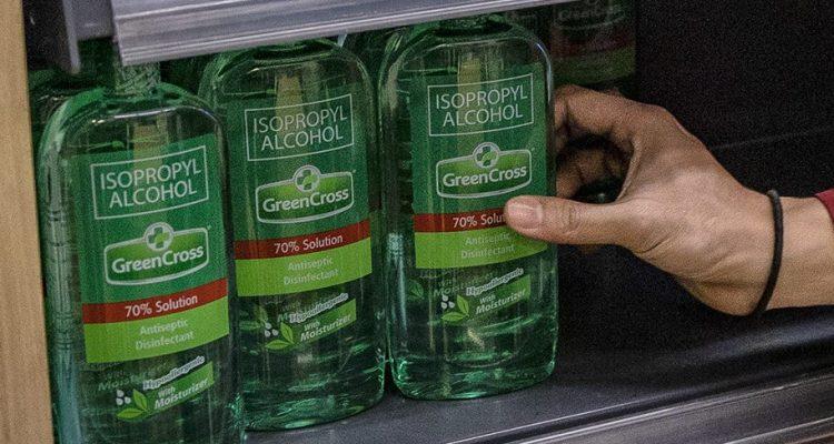 6 peligrosos errores que debes evitar al limpiar con alcohol