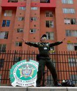 Policía baila Zumba para entretener a sus residentes