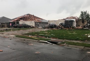 Tornados mataron al menos 34 personas causando daños catastróficos