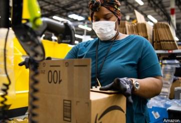 Trabajadora de Amazon asegura que 600 empleados están contagiados