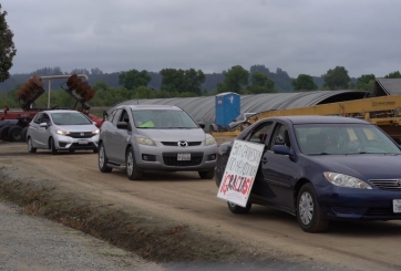 Caravana en la costa central en apoyo a trabajadores agrícolas