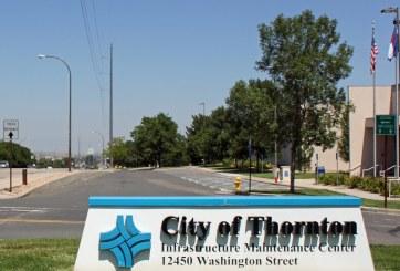 Muere hombre en fuego cruzado con la policía en Thornton