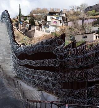 """Nogales usa """"túneles desinfectantes"""" en visitantes desde EE.UU."""
