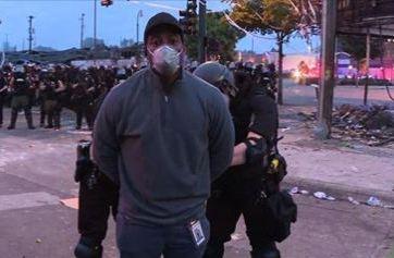 Liberan a equipo de CNN que fue arrestado mientras cubría protestas
