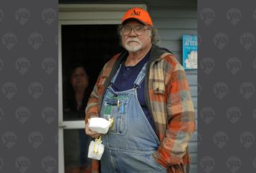 Recibe título honorífico granjero que envió a NY una máscara N95
