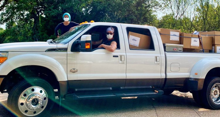 Matthew McConaughey entregó tapabocas en hospitales rurales de Texas