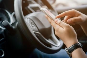 Reportan más de 15 mil accidentes en Colorado por conducción distraída