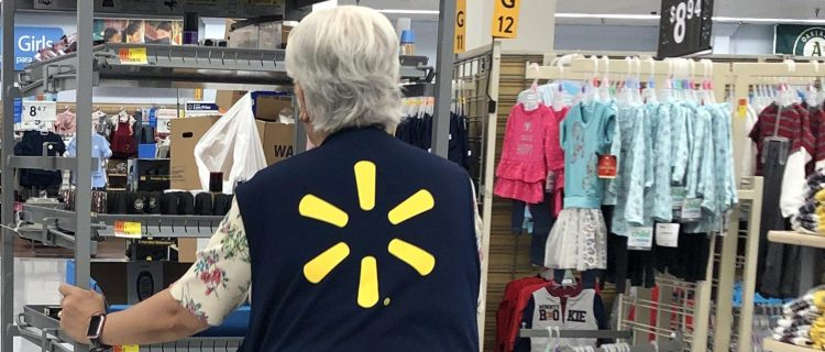 VIDEO: Dos mujeres pelearon a puños por un PlayStation 5 en Walmart