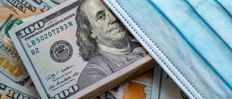 Empezarán a dar cheques de $1,000 para indocumentados en California
